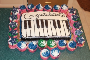 Piano cake and cupcakes